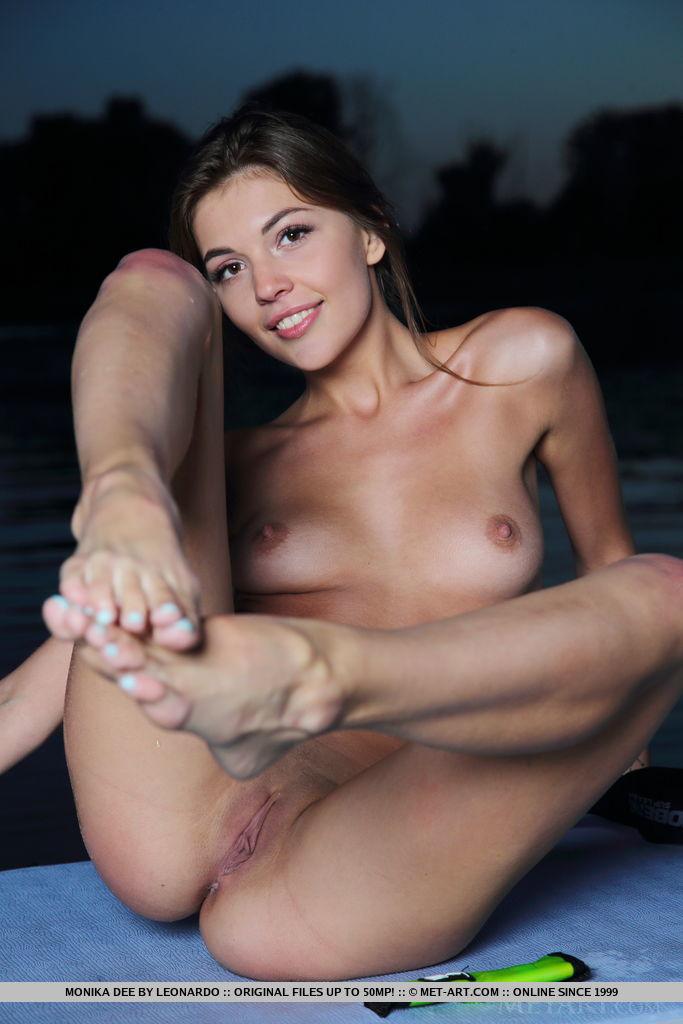 Monika Dee: Paddleboard
